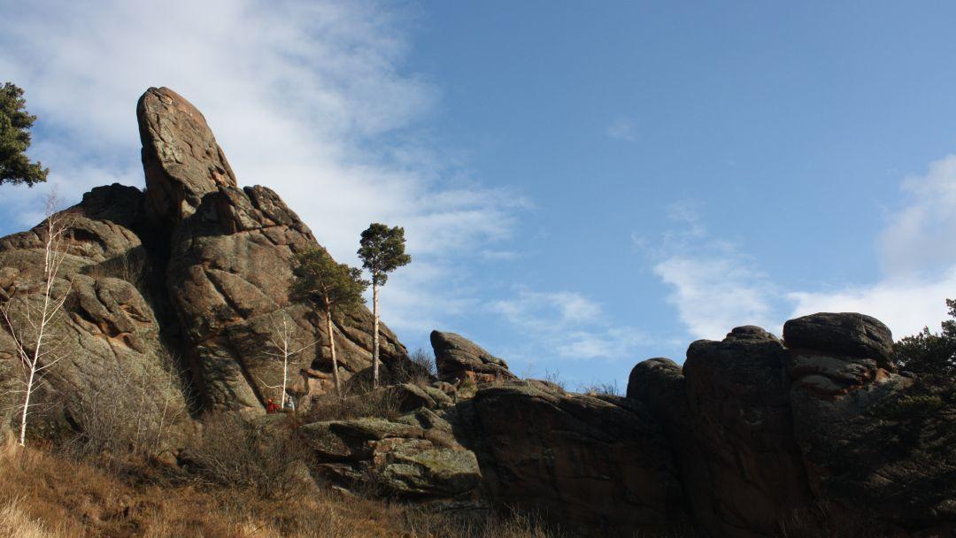 Поездка в фанпарк «Бобровый лог» с посещением скалы Малый Такмак и сиенитового карьера - фото 4