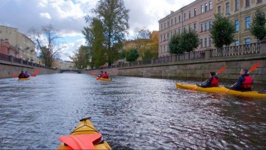 Экскурсия Вечерняя прогулка на морских каяках и байдарках по рекам и каналам в Санкт-Петербурге