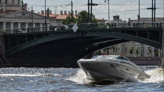 Экскурсия Катание на катере за штурвалом в Санкт-Петербурге