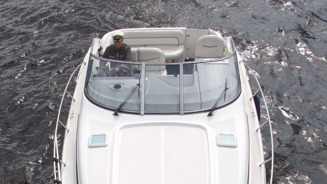 Аренда катера Bayliner 305 в Санкт-Петербурге