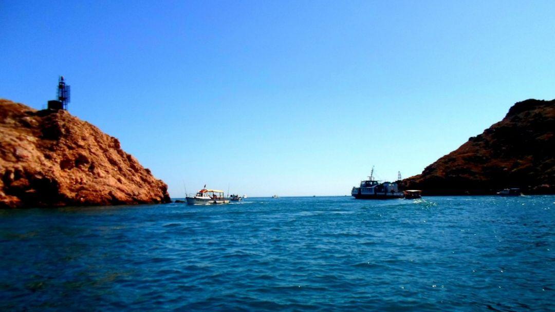 Морская прогулка по Балаклаве до Золотого Пляжа - фото 3