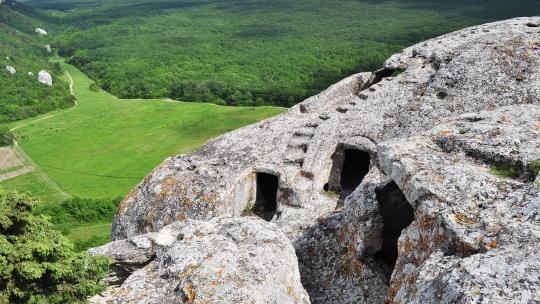 Пещерный город Эски-Кермен - фото 8