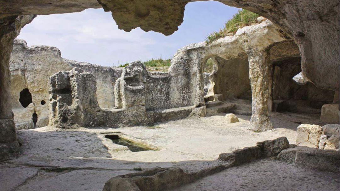 Пещерный город Эски-Кермен - фото 9