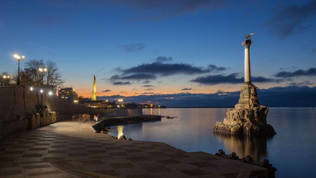 Морская прогулка вдоль исторического центра Севастополя - фото 1