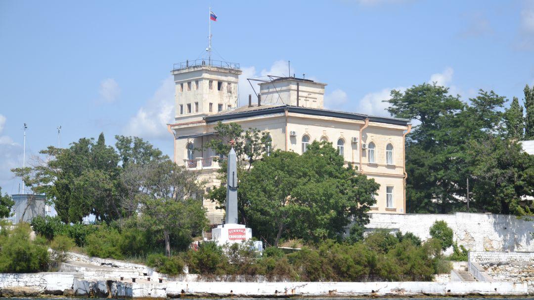 Морская прогулка вдоль исторического центра Севастополя - фото 3