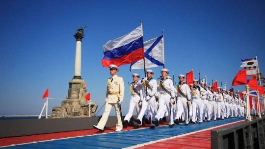 Экскурсия День ВМФ: билеты на частную трибуну по Севастополю