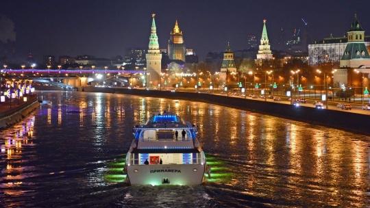 Экскурсия Танцующий теплоход под любимые хиты по Москве