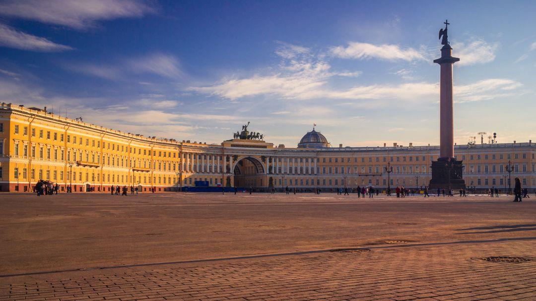 Квест-экскурсия от Дворцовой площади до Казанского собора в Санкт-Петербурге