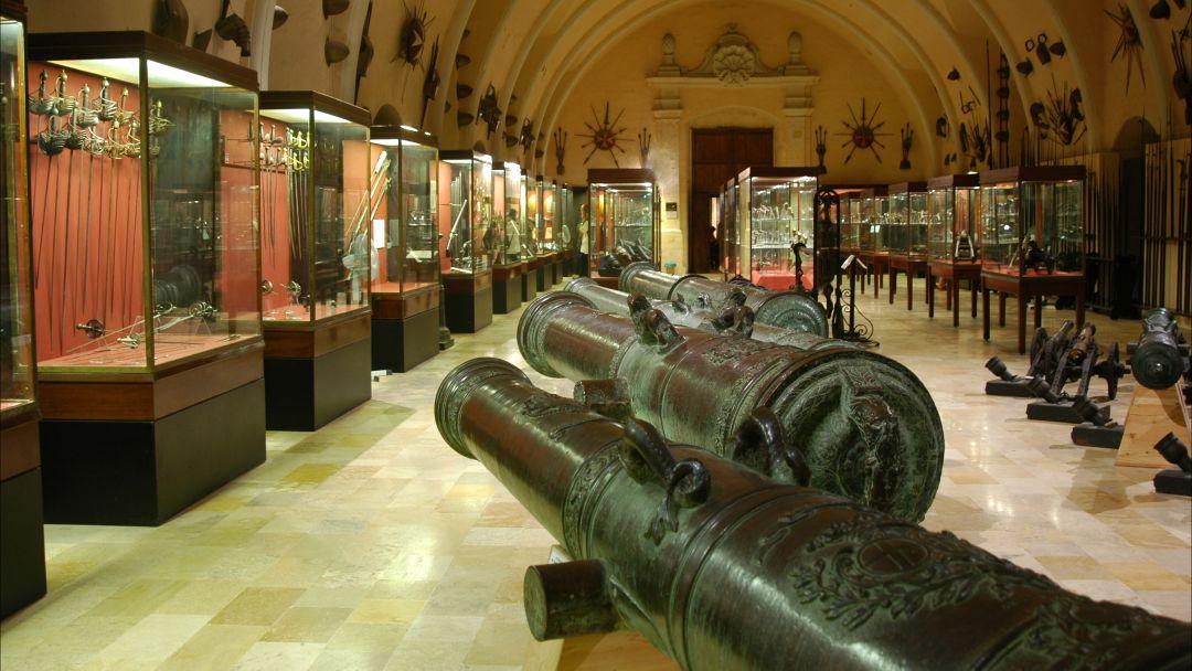Экскурсия Сокровища Кремля: Алмазный фонд, Оружейная палата