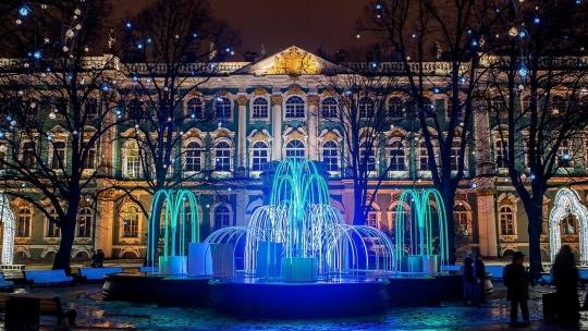 Экскурсия Новогодние огни с бокалом шампанского и подарками в Санкт-Петербурге