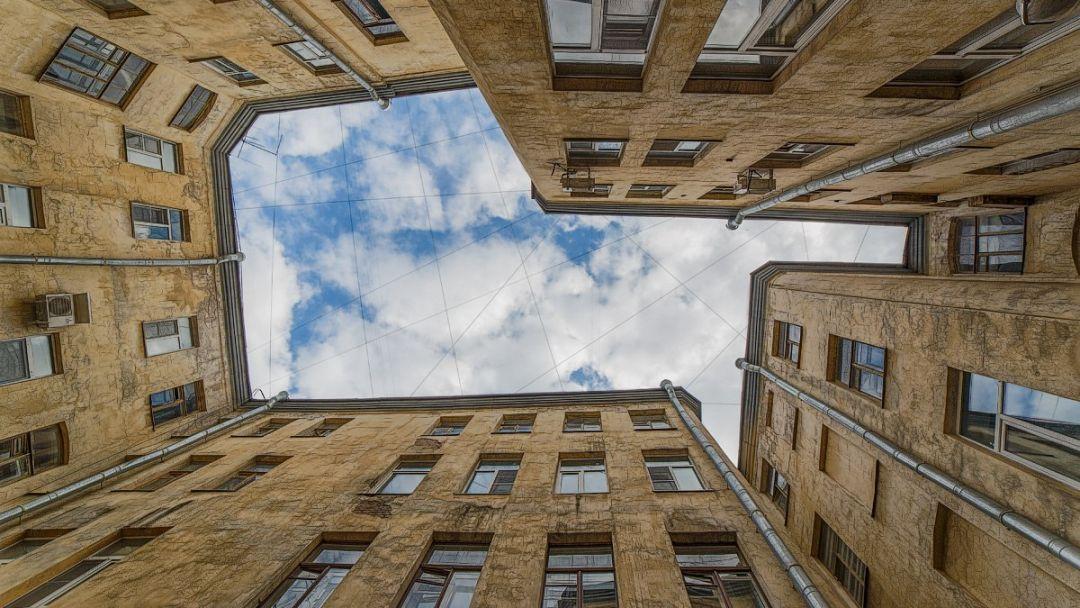 Прогулки по дворам, парадным и необычным памятникам Петербурга центрального района - фото 2