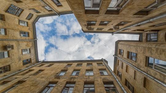 Экскурсия Прогулки по дворам, парадным и необычным памятникам Петербурга центрального района в Санкт-Петербурге