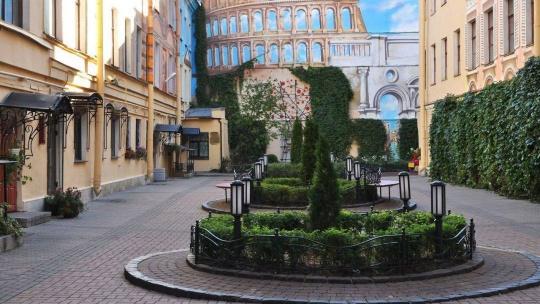 Экскурсия Прогулки по дворам, парадным и необычным памятникам Петербурга центрального района