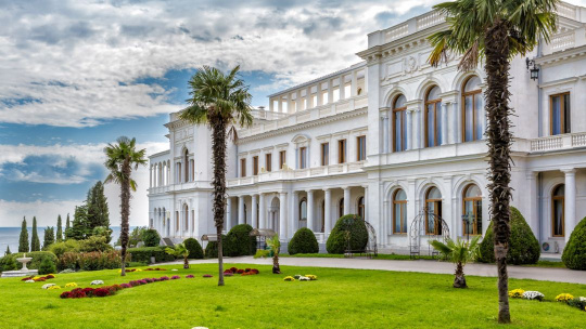 Экскурсия Дворцы Романовых в Алупке