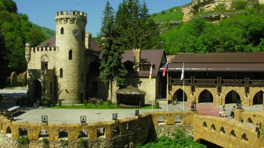 Экскурсия Кисловодск - замок коварства и любви по Пятигорску