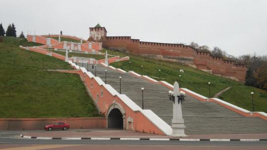 Чкаловская лестница и памятник Чкалову в Нижнем Новгороде