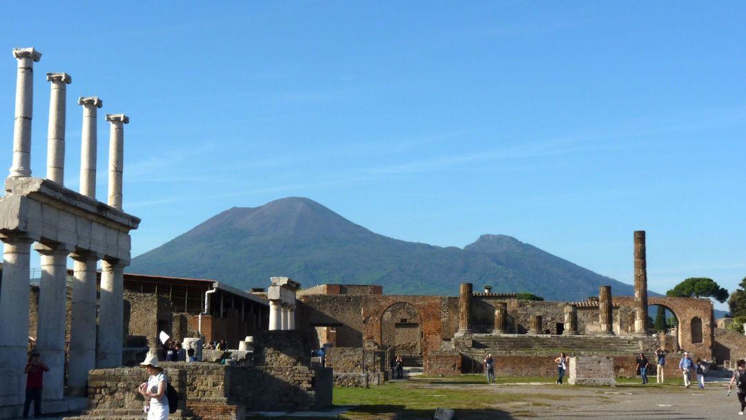 По следам Везувия (вулкан Везувий + Помпеи) в Неаполе