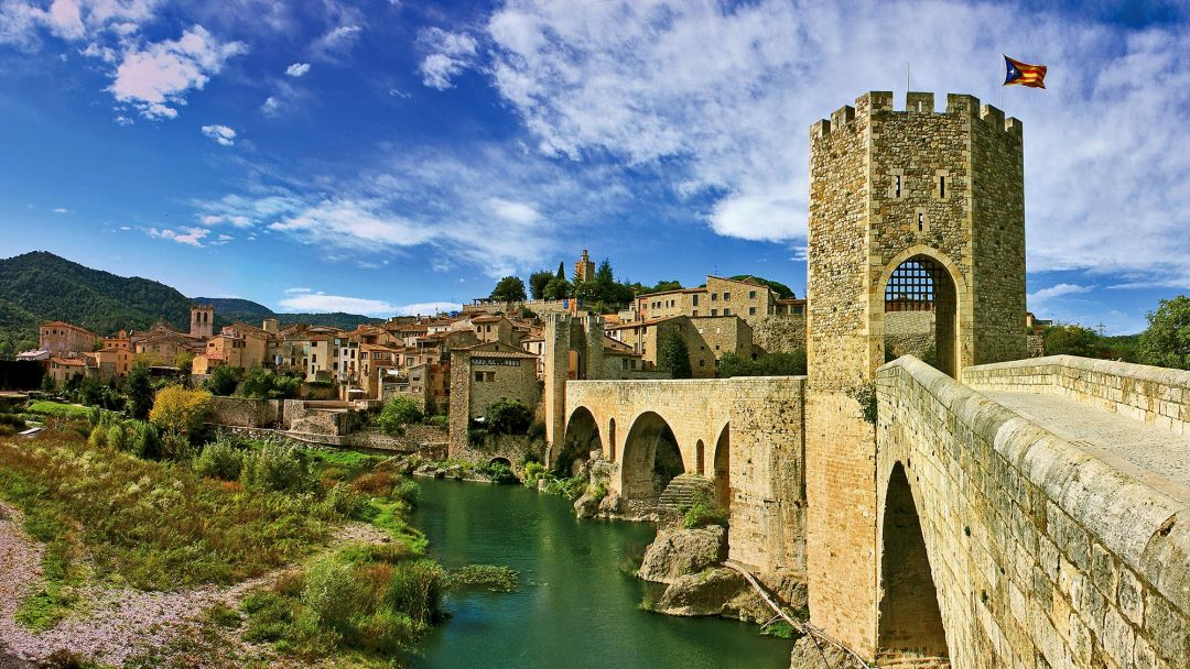 Рыцарский город Бесалу, дом-музей Сальвадора Дали и Эмпуриабрава в Барселоне