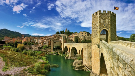 Экскурсия Рыцарский город Бесалу и дом-музей Сальвадора Дали по Барселоне