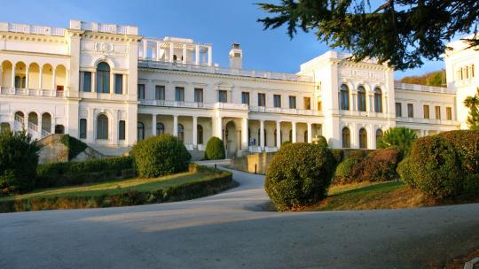 Экскурсия Жемчужины Крыма: Воронцовский и Ливадийский дворцы  по Севастополю