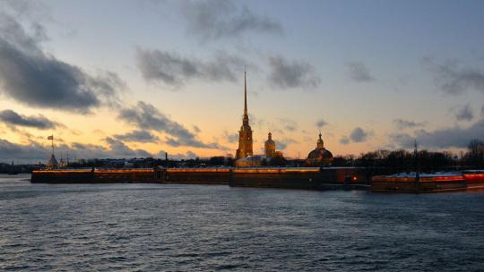 Экскурсия Крыша с видом на Петропавловку и акваторию Невы