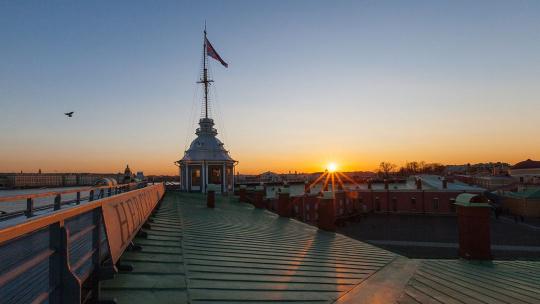 Крыша с видом на Петропавловку и акваторию Невы - фото 2