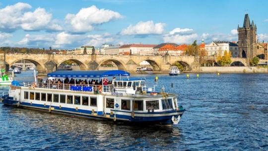 Экскурсия Прогулка на теплоходе по реке Влтаве с ужином по Праге