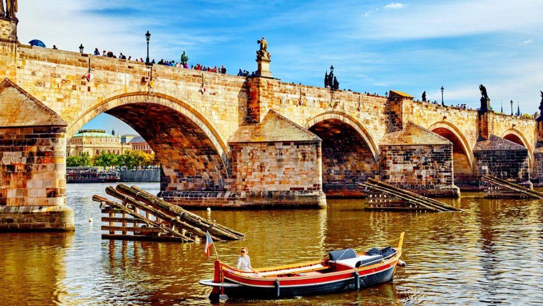 Обзорная пешеходная экскурсия по Праге - индивидуальная экскурсия - фото 2