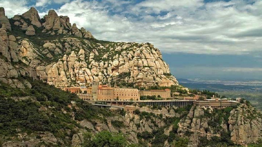 Монастырь на горе Монтсеррат - фото 1