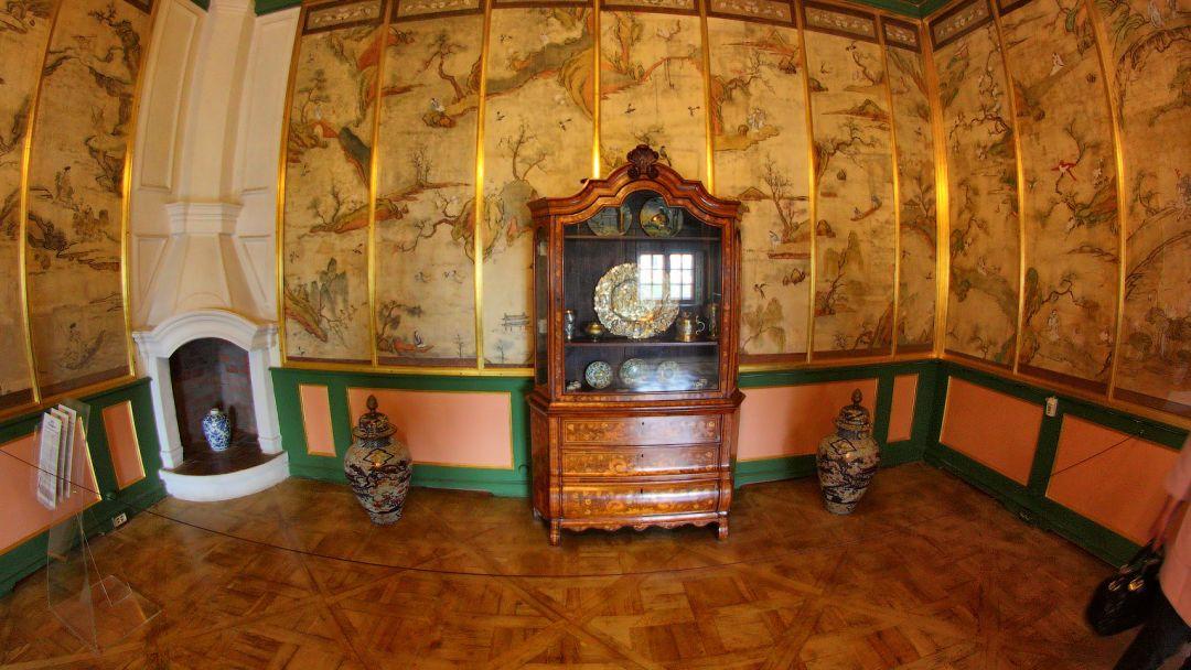 Экскурсия Обзорная экскурсия с посещением Кунсткамеры и Меншиковского дворца