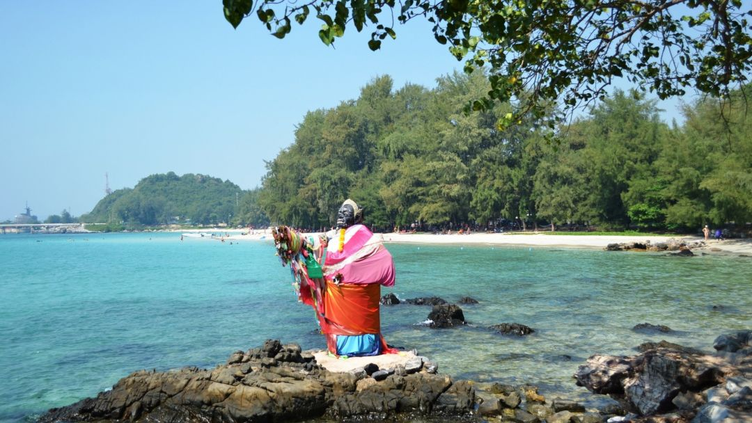 Сахим - пляж танцующей девушки в Паттайе