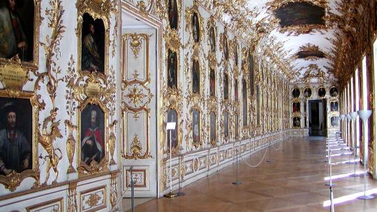 Королевская резиденция и сокровищница - фото 6