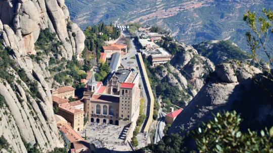 Экскурсия Гора Монсеррат — главная святыня Каталонии по Барселоне
