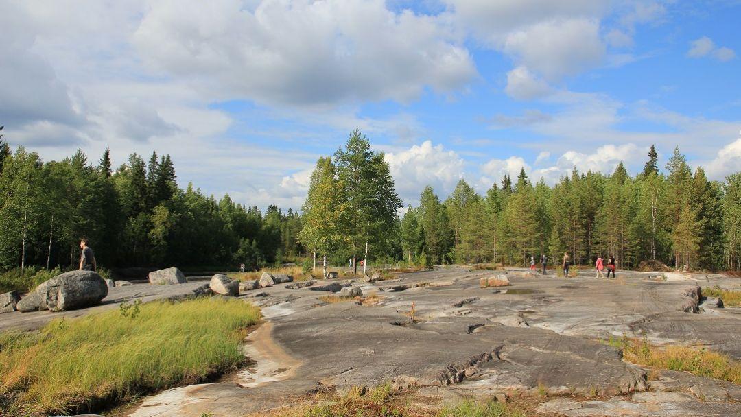 Экскурсия Вулкан Гирвас и Беломосркие петроглифы