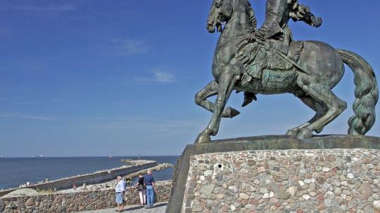 Памятник императрице Елизавете Петровне по Калининграду