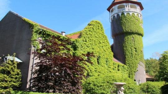 Водонапорная башня и здание водолечебницы в Светлогорске по Калининграду