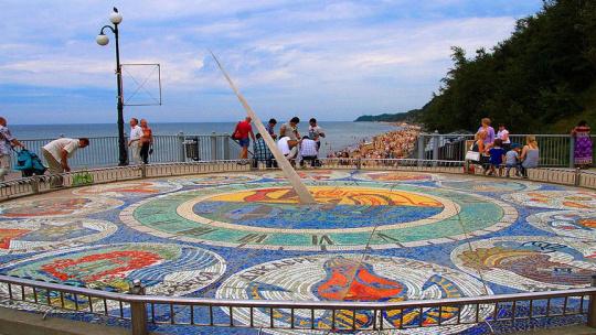 Солнечные часы «Зодиак» в Светлогорске в Калининграде