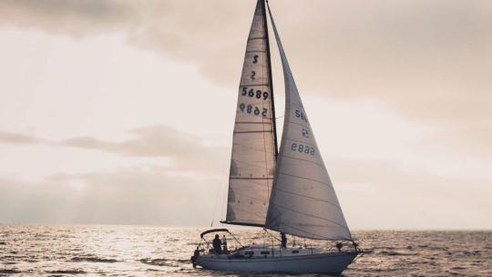 Морские прогулки на яхте  в Адлере