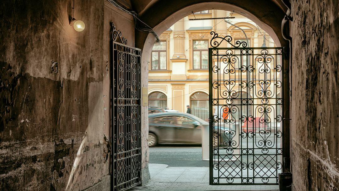 Прогулка по необычным дворам Санкт-Петербурга. От Невского до Кирочной - фото 1