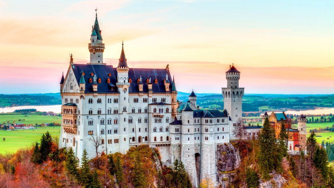 Замок Нойшванштайн и деревня Обермергау в Мюнхене