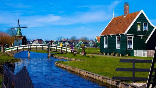 Экскурсия За 5 или 6 часов 3 города: Заансе-Сханс + Эдам + Волендам по Амстердаму