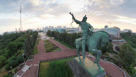 Памятник Салавату Юлаеву по Уфе