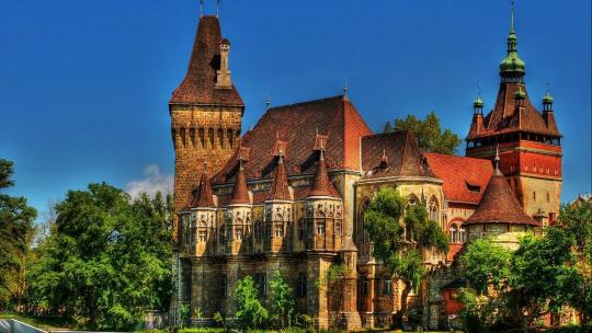 Замок Вайдахуньяд по Будапешту