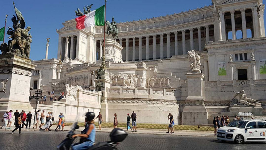 Площадь Венеции в Риме по Риму