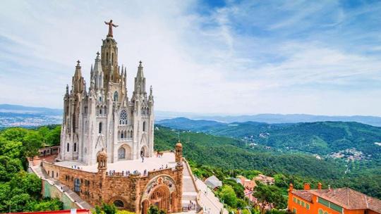 Храм святого сердца  по Барселоне