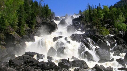 Большой Чульчинский водопад по Горно-Алтайску