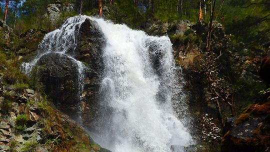Камышлинский водопад на Алтае по Горно-Алтайску