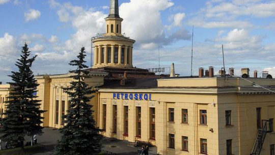 Здание железнодорожного вокзала в Петрозаводске в Петрозаводске