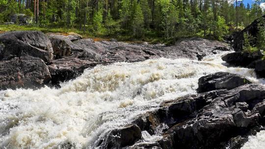 Водопад Куми порог в Карелии в Петрозаводске