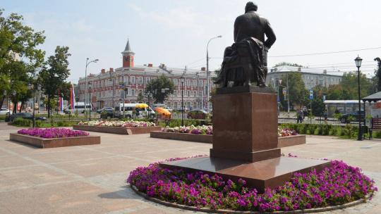 Памятник писателю И.Гончарову в Ульянвоске по Ульяновску